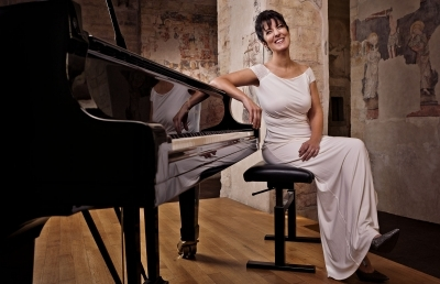 Pianist Performs AU Concert to Tell the Story of Her Father